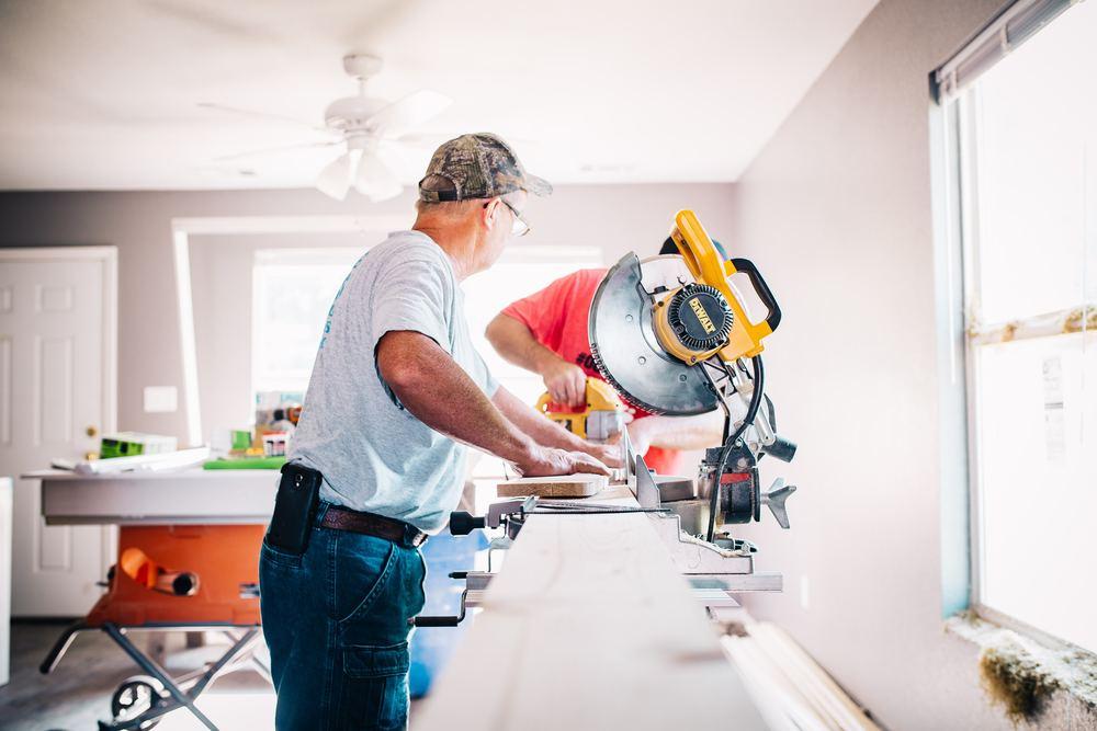 Hvad kan en tømrer hjælpe med?
